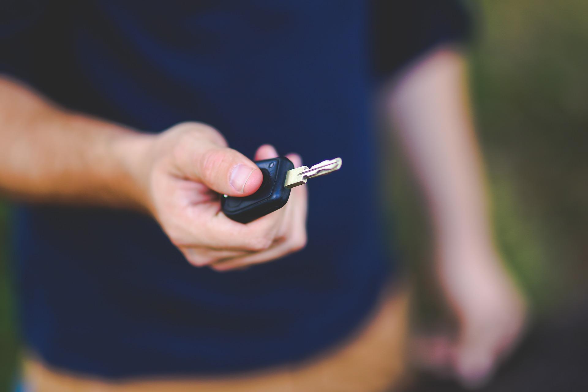 Jongeren tasten steeds dieper in buidel voor autoverzekering